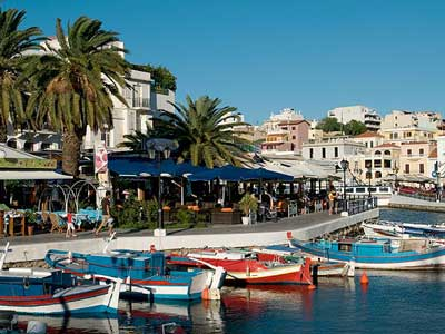 the bottomless lake of Agios Nicolaos - ideal for a coffee break