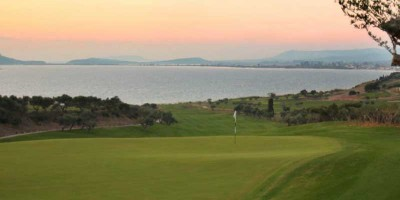 Hole 6 of the costa navarino project ; the Bay Course, the view over de bay is absolutely amazing